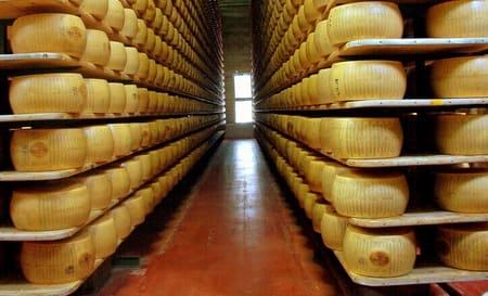 Parmigiano-Reggiano-formaggi-italiani