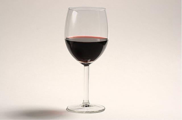 Bicchieri-da-vino-rosso