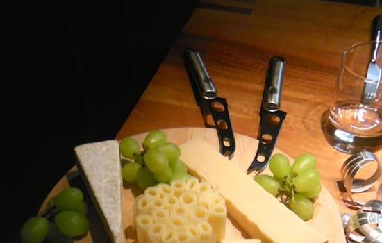 Coltello-formaggio-a-doppia-punta